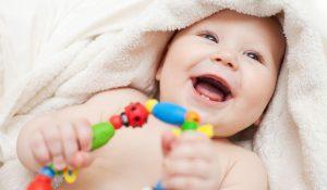 Bật mí những món đồ chơi cho trẻ sơ sinh 1 tháng tuổi bé thích mê