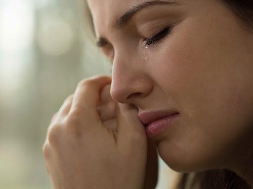 Mẹ bầu khóc trong 3 tháng đầu