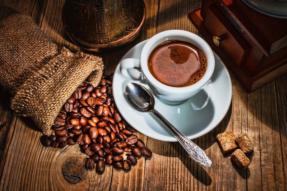 cà phê có chứa nhiều cafein làm mất sữa mẹ